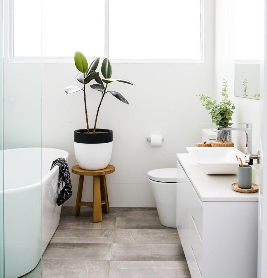 Зеленые растения в горшках – лучший декор для скандинавской ванной