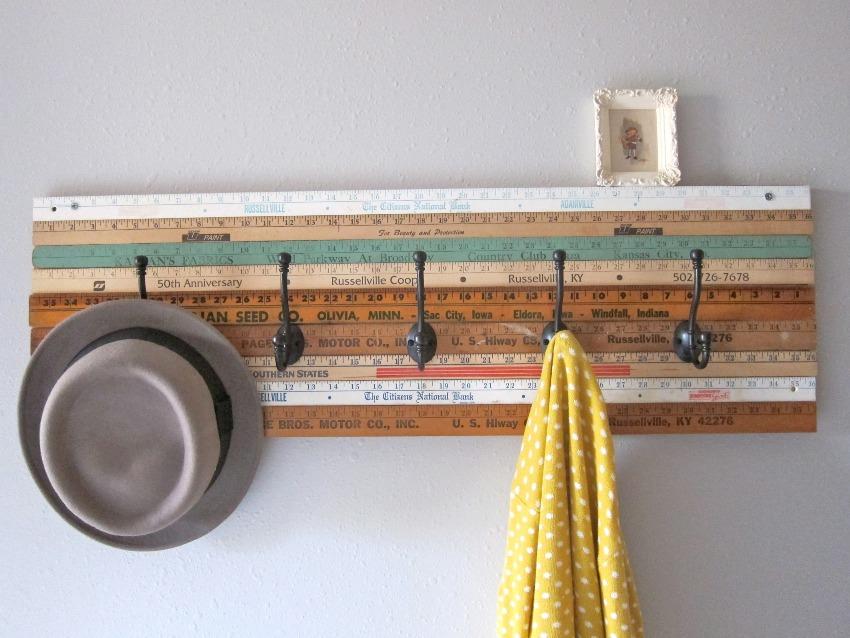 Чтобы изготовить самостоятельно простую настенную вешалку, потребуется только фантазия и умелые руки