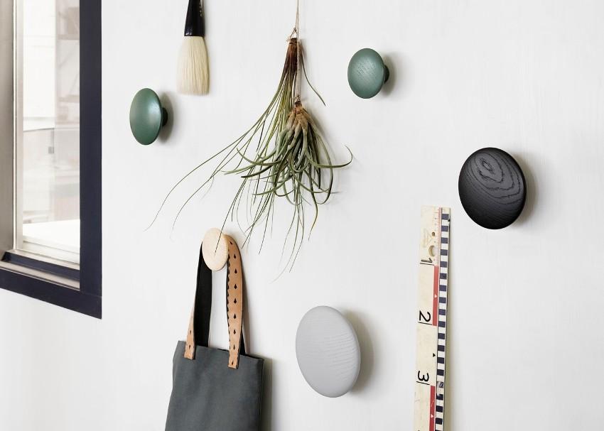 Дизайнерские идеи приводят к созданию оригинальных конструкций, не похожих на обычные вешалки