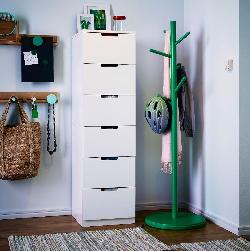 Напольная вешалка для одежды должна полностью соответствовать интерьеру помещения