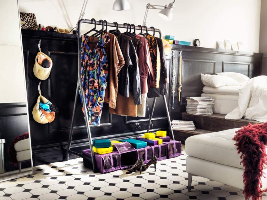 Напольная вешалка в гардероб предназначена для хранения одежды на тремпелях