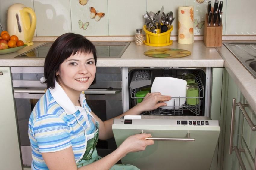 Посудомоечная машина шириной 45 см имеет компактный корпус и эргономичную конструкцию