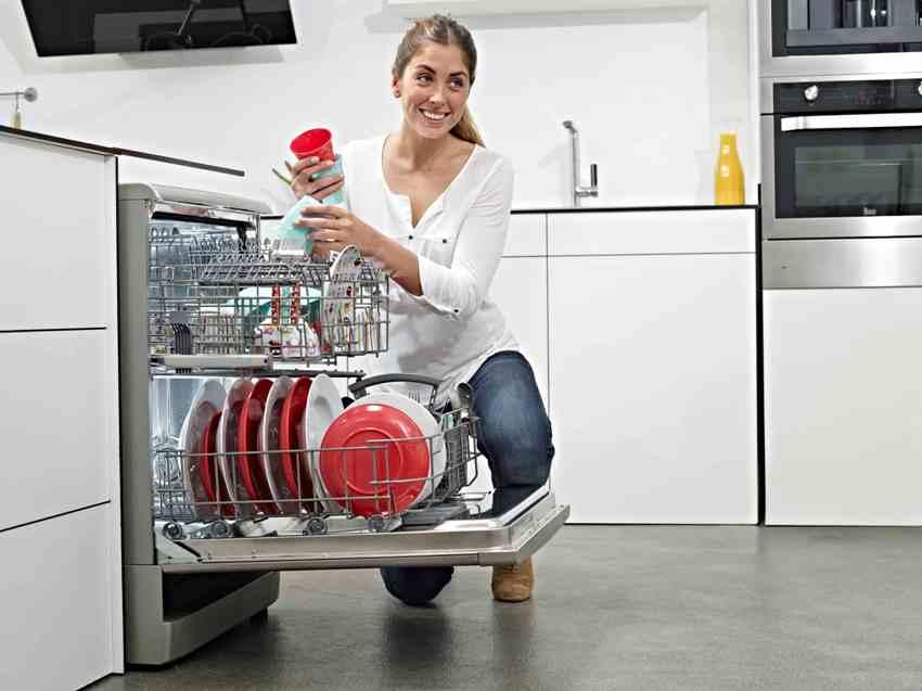 Выбирая полногабаритную посудомоечную машину, стоит обращать внимание на класс мойки и сушки