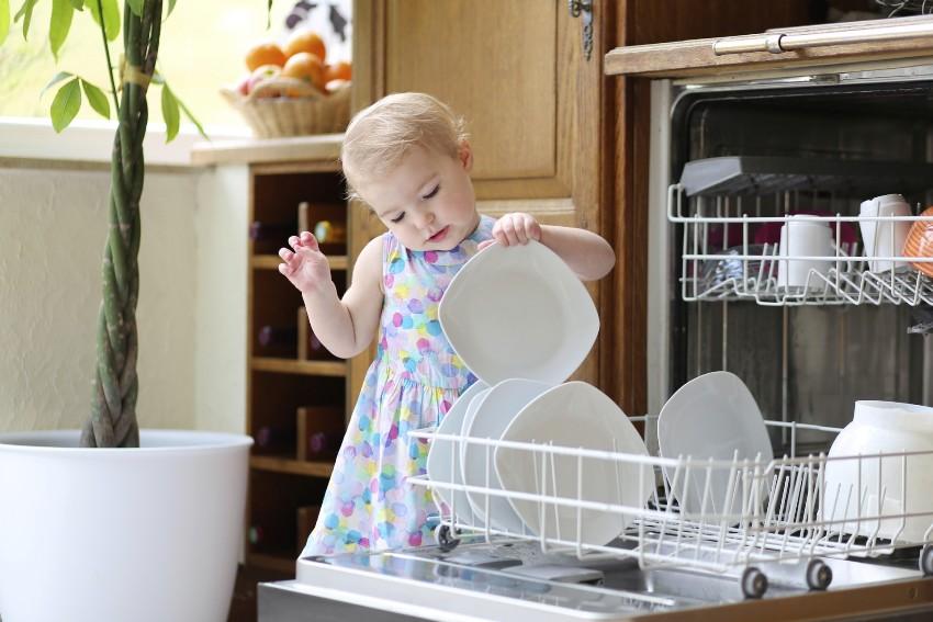 Стоимость посудомоечной техники варьируется от 250 долларов за компактные модели до 1000 долларов за полногабаритные