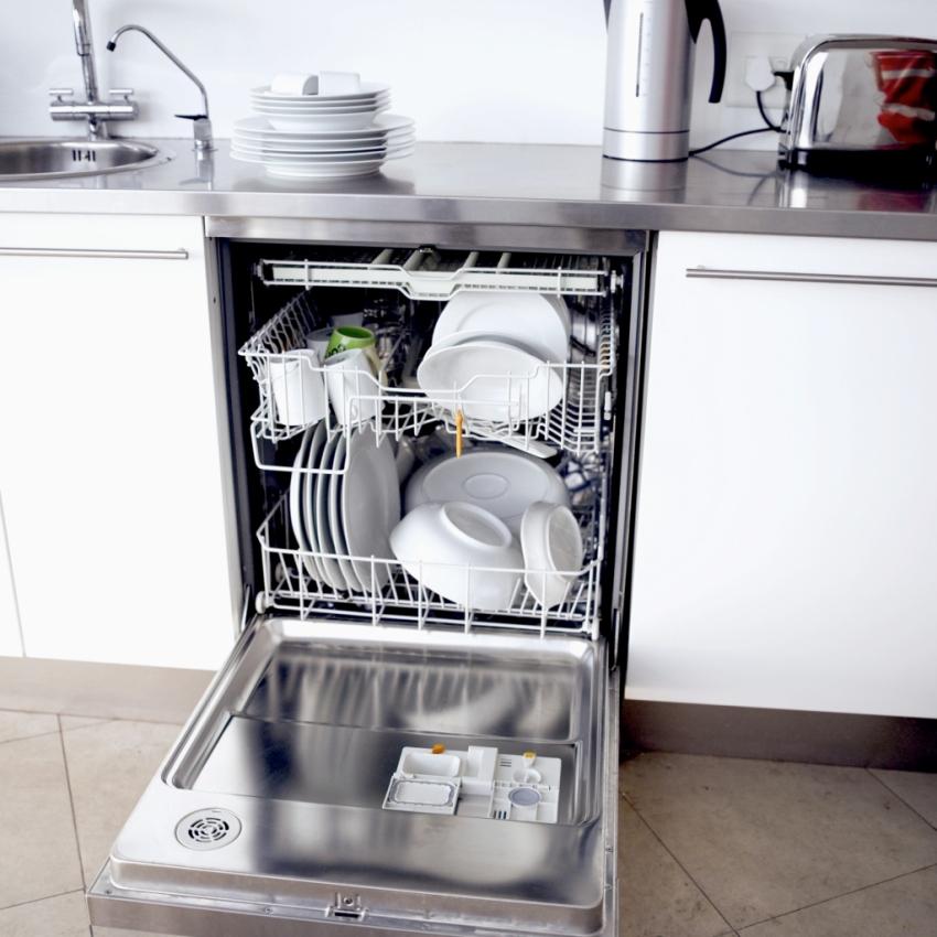 Выбирать посудомоечную машину нужно в связи с условиями помещения