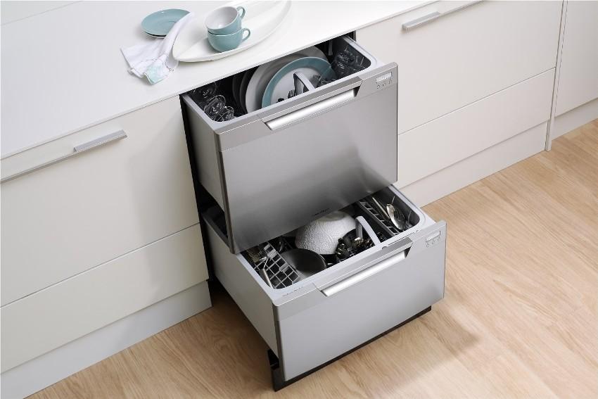 Посудомоечные машины подразделяются на такие виды: полностью и частично встраиваемые