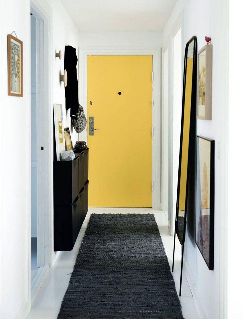 Создание эффектного дизайна длинного коридора является сложной задачей, но решаемой