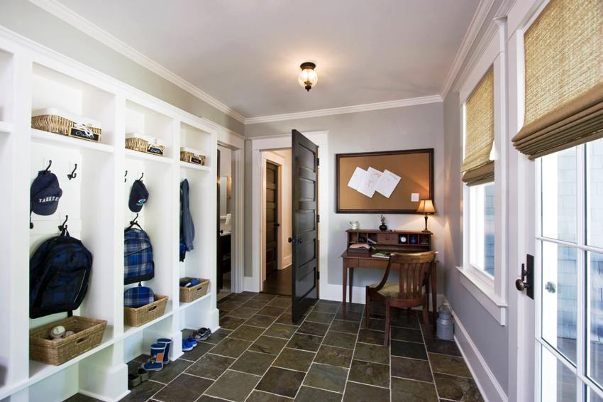 С помощью правильно подобранного интерьера помещение коридора становится визуально больше