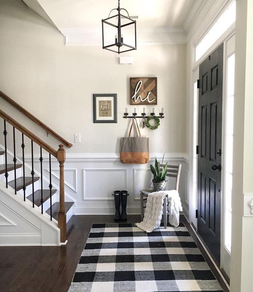 Современный стиль как нельзя лучше подходит именно для таких помещений как коридор и прихожая