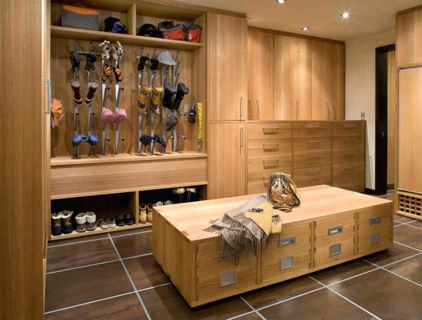Главное правильно подобрать мебель, так чтобы она была максимально функциональной
