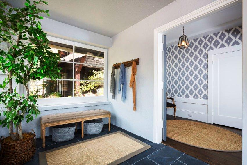 Дизайн коридора требует особого внимания при планировке интерьера квартиры или дома