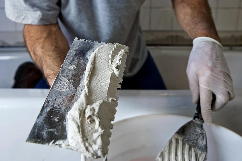 Газобетон нуждается в штукатурке стен как внутри, так и снаружи дома