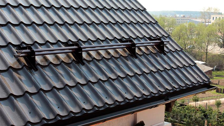 Для крыши дома из газоблоков подходят металлочерепица, шифер, профнастил, битумная или керамическая черепица