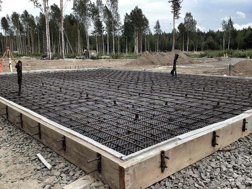 Для домов из газобетона оптимальным решением является фундамент ленточного типа