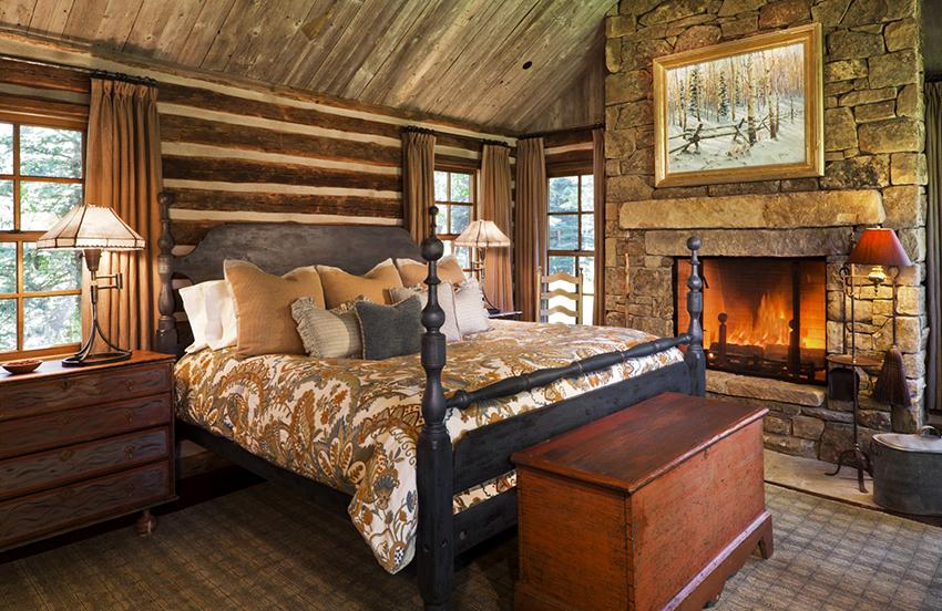 Подбирая кровать к определенному стилю необходимо обратить внимание на ее форму, материал изготовления и обивки