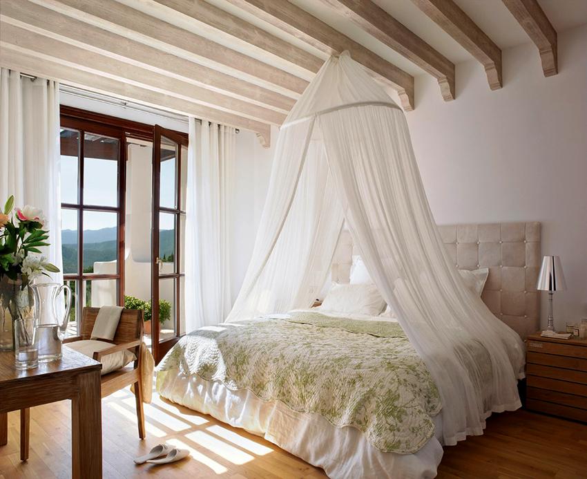 Выбирая двуспальную кровать необходимо обращать внимание на ее изголовье
