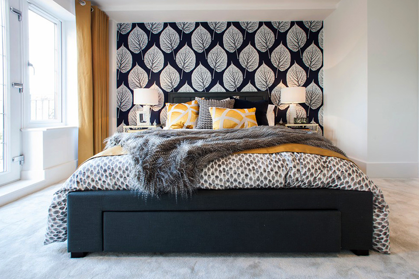Двуспальные кровати могут быть обтянуты тканью или кожзамом