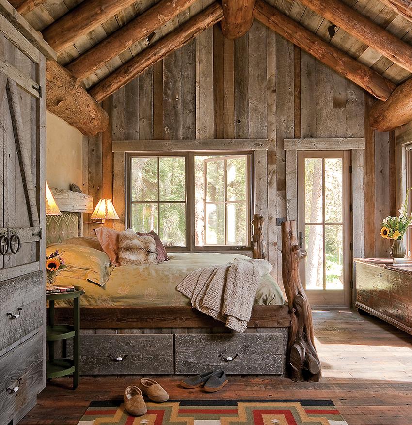 Кровать с ящиками является удобным и практичным вариантом