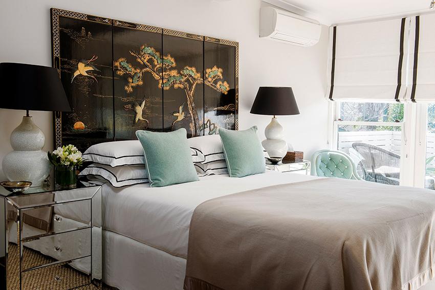 По типу конструкции кровати бывают на ножках, с ящиками, диван-кровати или с подъемным механизмом
