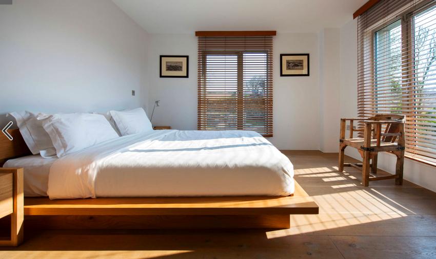 Варианты кроватей нестандартной формы и размеров умело подчеркнут необычность интерьера
