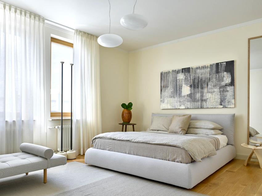Для семьи, где есть маленькие дети, лучше подобрать трехспальную кровать