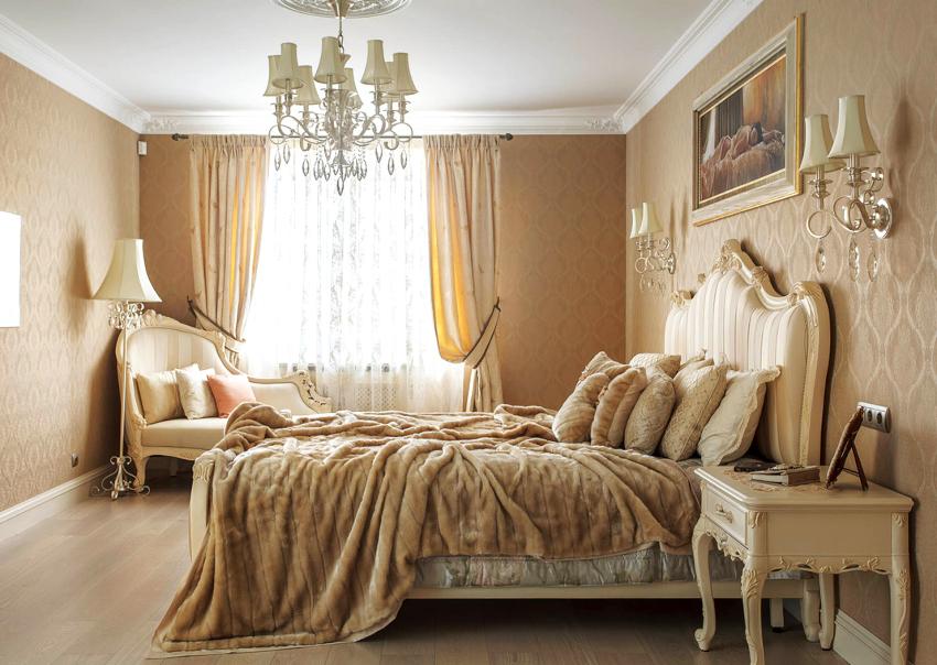 При выборе двуспальных кроватей нужно ориентироваться на рост человека, который будет на ней спать