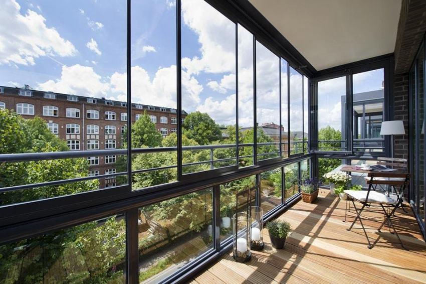 Сегодня французским балконом, как правило, называют панорамные окна от потолка до пола