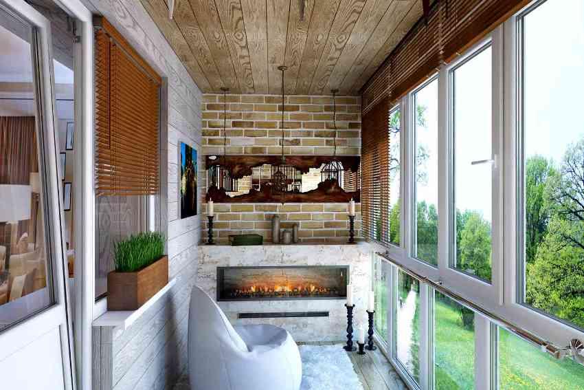 Оформляя французский балкон, необходимо вписать его в общую концепцию фасада загородного дома
