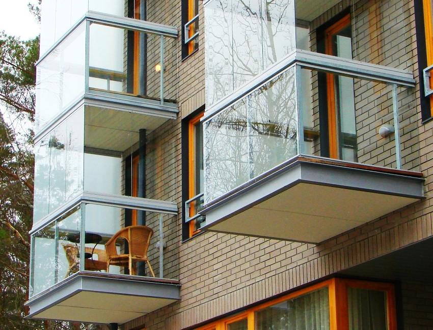 Здания, оборудованные французскими балконами, выглядят очень изящно и привлекательно