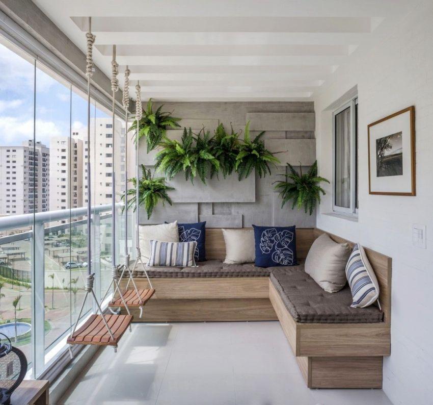Материалами для создания каркаса французского балкона считаются: алюминий, дерево и металлопластик