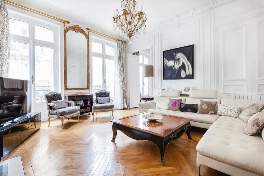 Особенность оформления интерьера в классическом стиле - симметричное расположение мебели