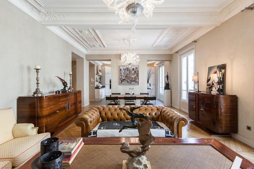 Современный классический стиль, гораздо более сдержанный по сравнению с вычурными рококо и барокко