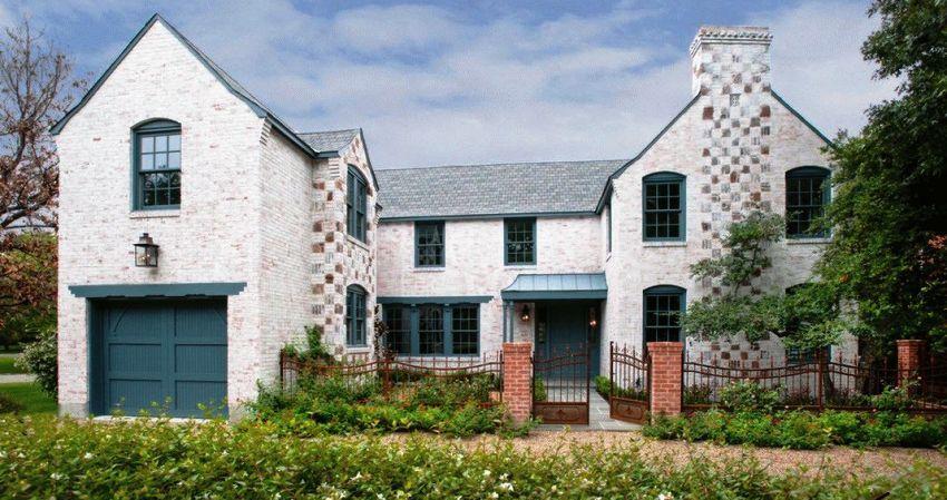 Для того, чтобы выбрать подходящий стиль дома, нужно учитывать предпочтения хозяев, а также территориальное расположение постройки