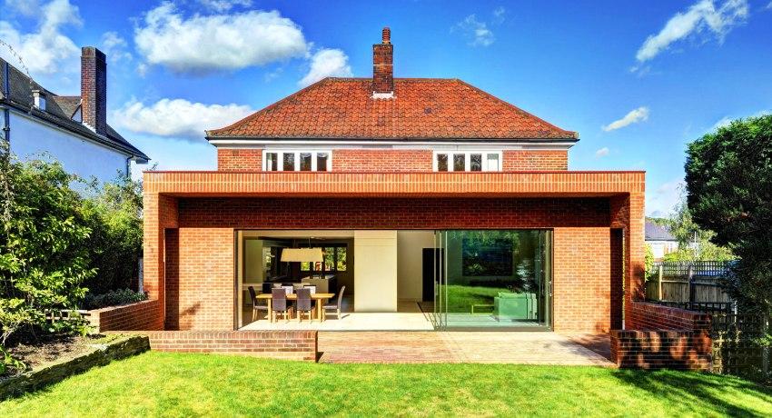 Дома из кирпича в европейском стиле пользуются большой популярностью