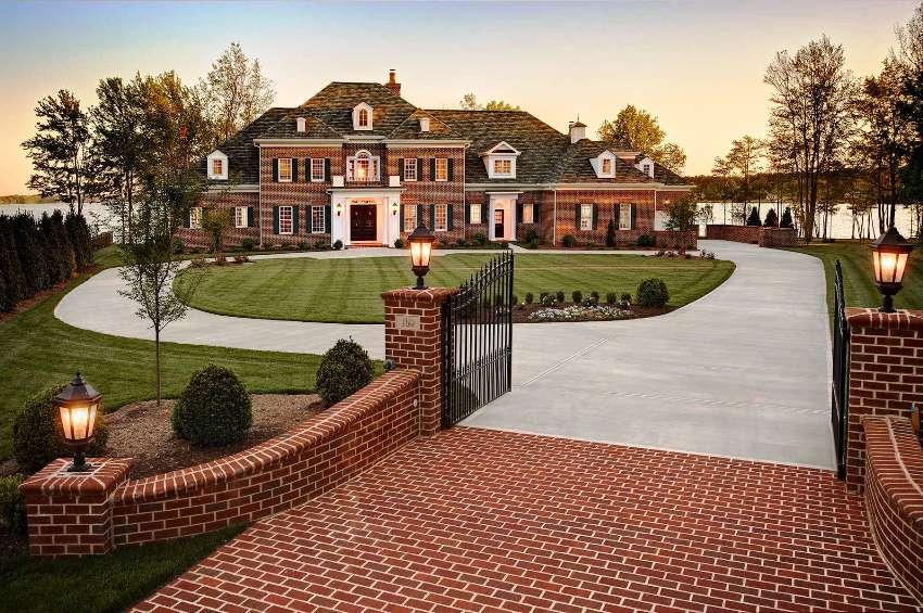 Дизайн дома в английском стиле выглядит роскошным и элегантным