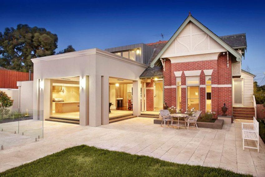 Дом из кирпича в современном стиле должен быть практичным и функциональным
