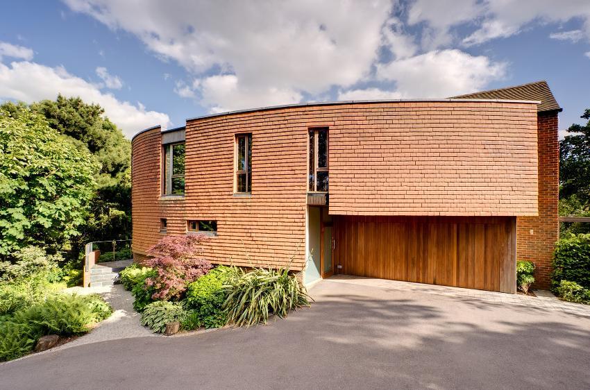 Проекты одноэтажных домов часто выполяют в нестандартном архитектурном решении