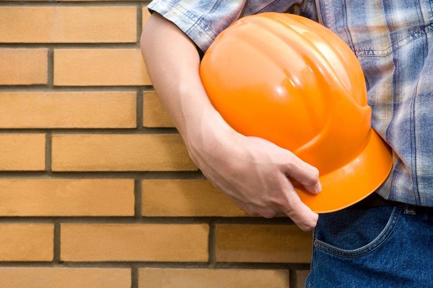 Дом из кирпича построить довольно сложно, поэтому эту работу лучше доручить специалистам