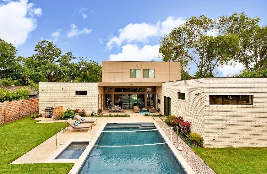 Минимальное время строительства дома из кирпича составляет от 6 до 12 месяцев, а часто и значительно дольше