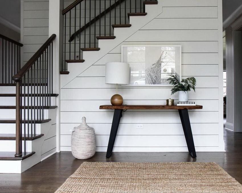 Консольный столик может стать удачным дополнением для прихожей в любом стиле интерьера
