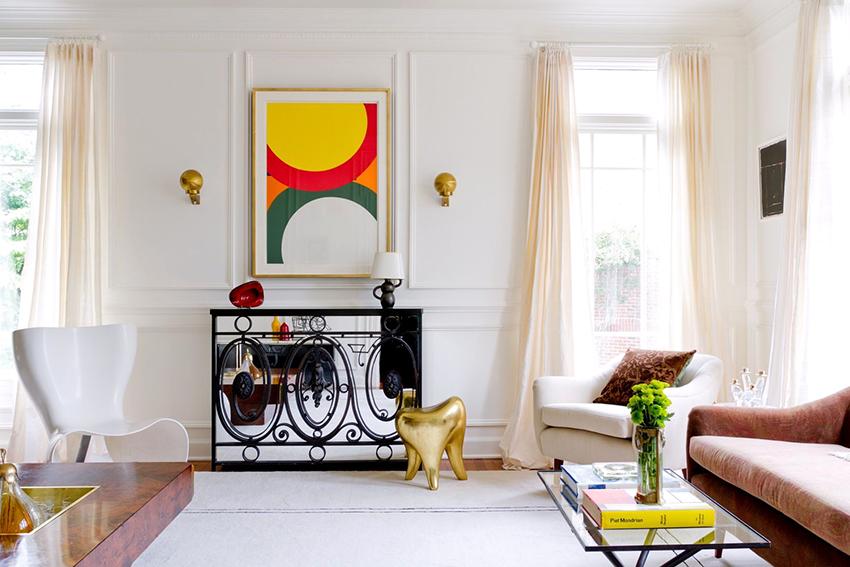 Консольные столы могут декорироваться зеркальными вставками