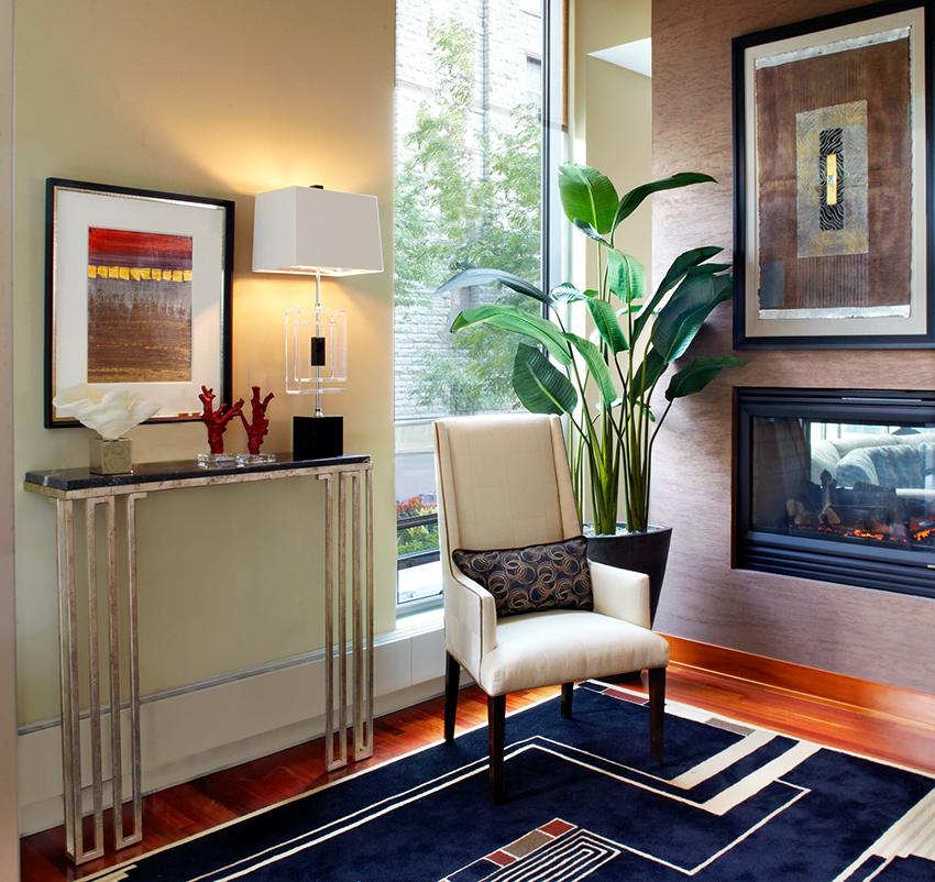 На консольных столиках удобно размещать разные декоративные предметы