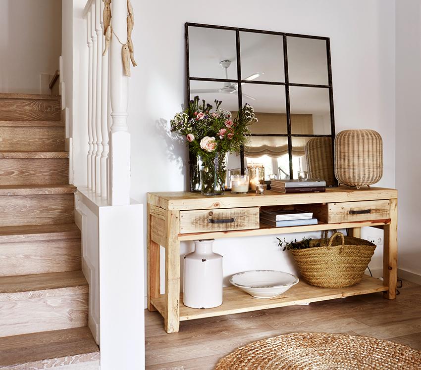 Консольные столы размещаются возле стены или крепятся на вертикальной поверхности
