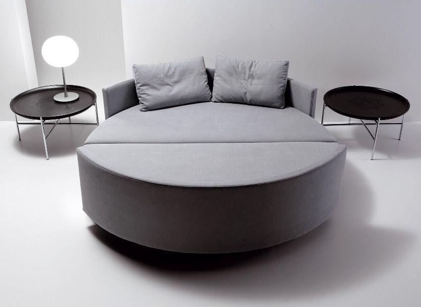 Спать на круглой кровати-диване не совсем комфортно, так как поверхность места для сна получается неровной