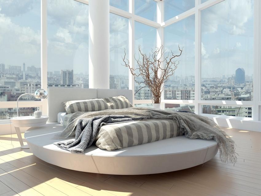 Необычно и оригинально в интерьере выглядят кровати на пьедестале