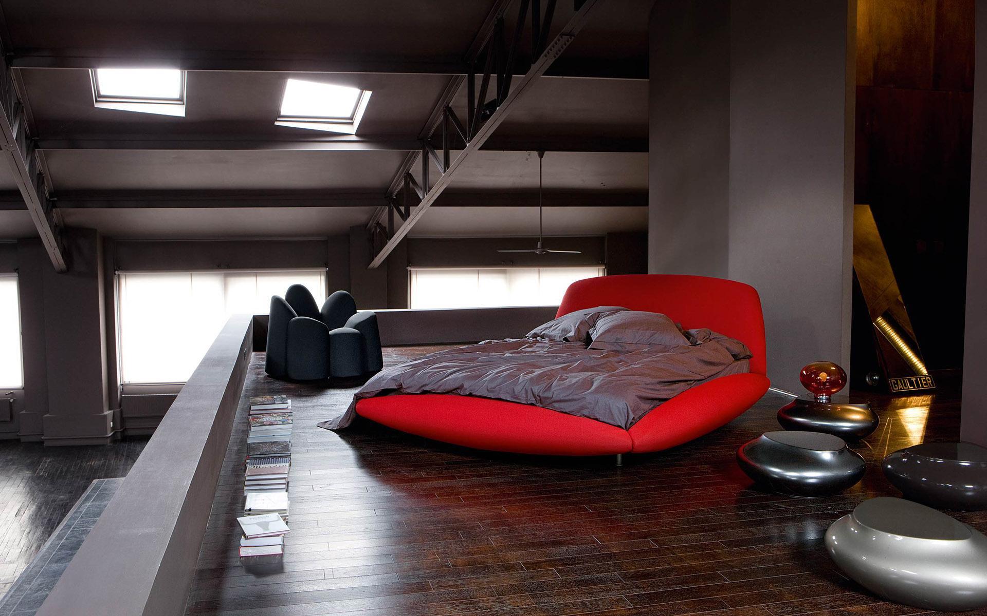 Круглые кровати, как правило, просторнее обычных, поэтому большинство из них имеют два свободных спальных места