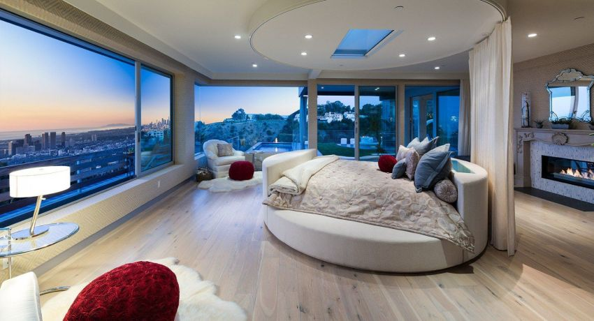 Некоторые модели имеют круглое спальное место, из-за чего могут возникнуть сложности с подбором матраса и простыней для таких кроватей