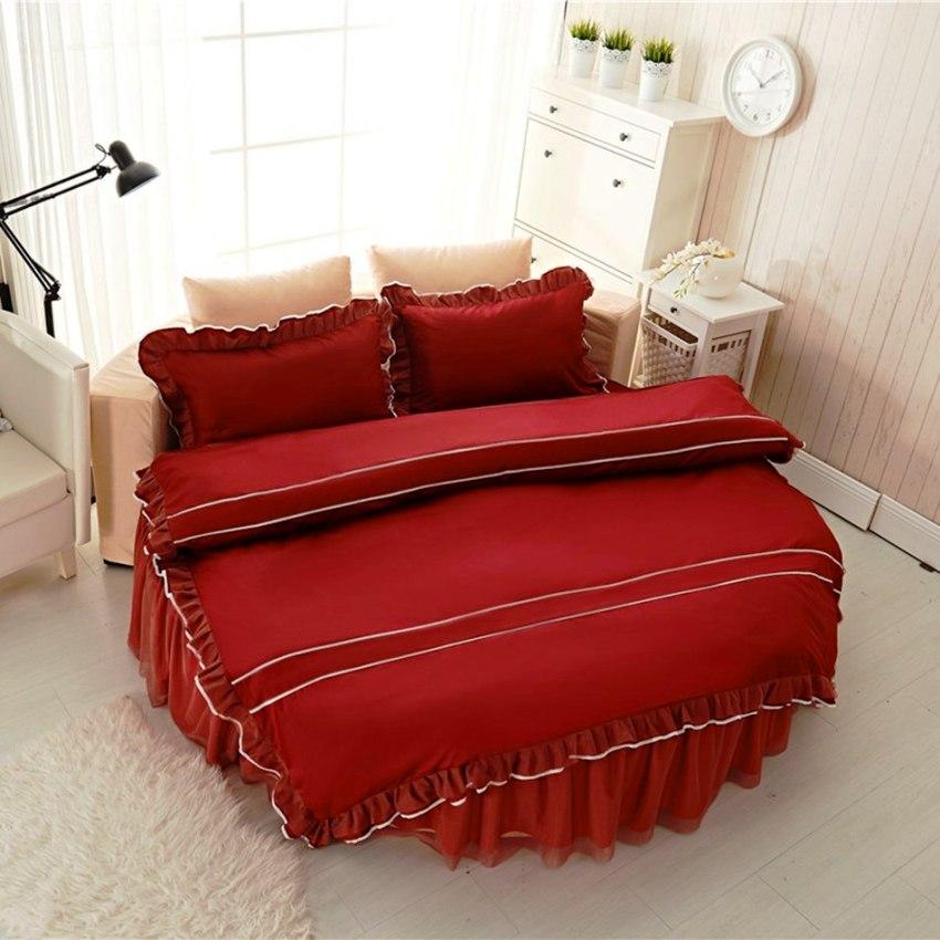 Существует большое количество различных моделей круглых кроватей – простая круглая, с изголовьем, с бортиками, на квадратном и круглом основании и др.