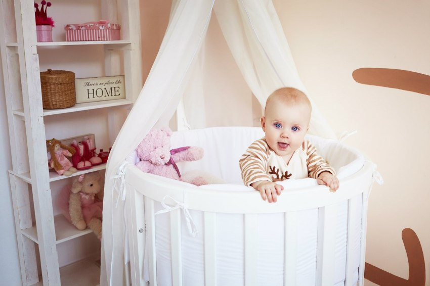 Круглые кроватки не имеют острых углов, а значит, у ребенка меньше вероятности получения травм