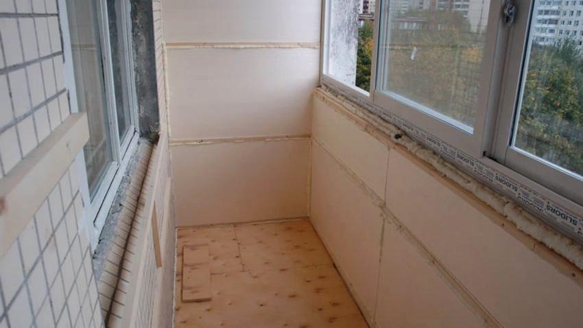 Кухня на балконе в квартире должна быть тщательно утеплена энергосберегающими материалами